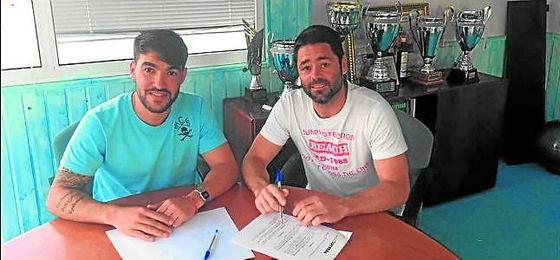 El director deportivo, Israel Bascón, junto con Juanjo Jiménez, incombustible a sus 34 años.