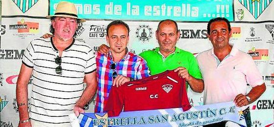 Carlos Conejero (segundo por la izquierda) continuará dirigiendo a la Estrella.