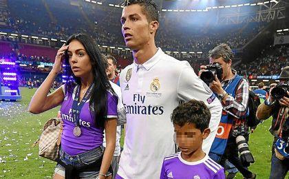 Ronaldo ha sido padre de gemelos, un niño y una niña, según prensa lusa