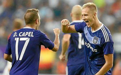 Teodorczyk le ha preguntado a Capel por el Sevilla.