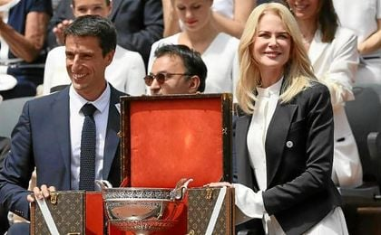 Nicola Kidman presentó el trofeo antes del partido entre Nadal y Wawrinka.