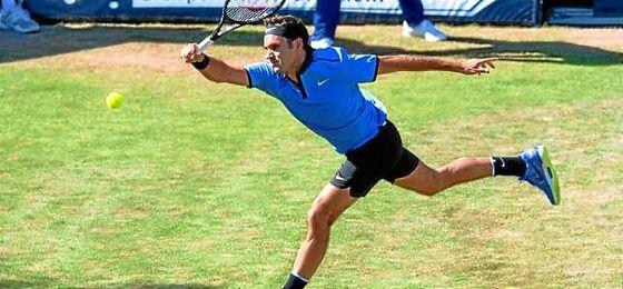 Federer dice adiós en su estreno en la hierba de Stuttgart.