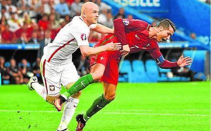 Más rivales por Michal Pazdan