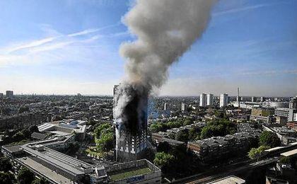 La Policía de Londres confirma al menos 17 muertos en la torre incendiada
