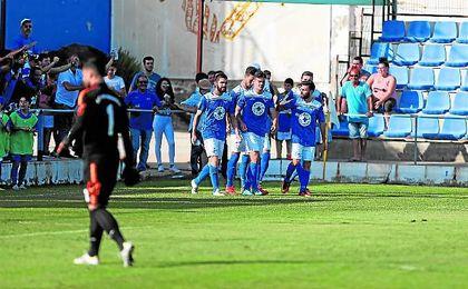 Como ocurrió contra el UD San Fernando, la comunión entre equipo y grada será fundamental; en la imagen, Núñez celebra su gol.