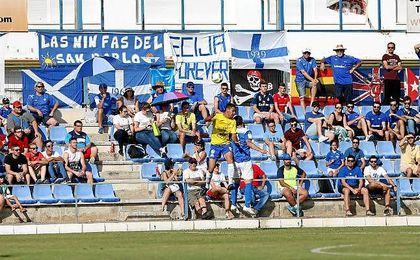 Imagen de la afición ecijana en el partido ante el UD San Fernando.