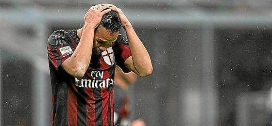 Carlos Bacca quiere salir del Milan y sueña con regresar al Sevilla.