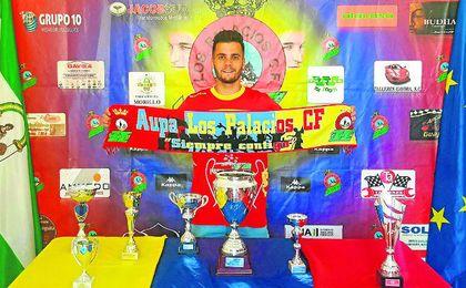 Fernando Calvo es uno de los futbolistas que ha renovado una campaña más en el Marismas.