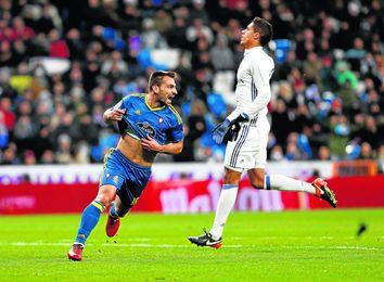 El lateral Jonny Castro cuenta con el interés del Nápoles y el Sevilla, entre otros clubes.