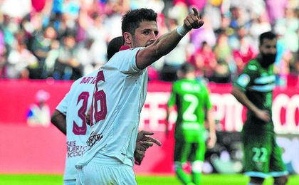 Stevan Jovetic quiere seguir en Nervión, pese su alta ficha dificulta su regreso.