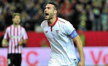 Iborra celebra uno de sus 30 goles como sevilista.