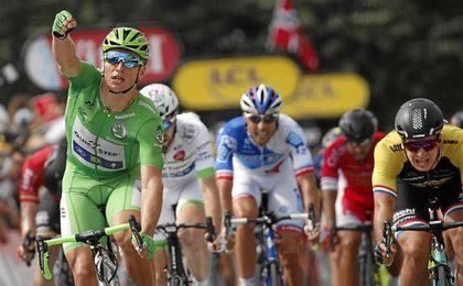 """Kittel insiste en Pau, logra la """"manita"""" y Contador se vuelve a caer"""