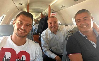 El ya exsevillista, con el presidente de Las Palmas.