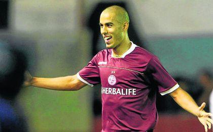 Guido Pizarro despuntó desde edad temprana en Lanús, donde muy joven se hizo con un puesto en el primer equipo a pesar de que, como recuerda Nicolás Russo, tenía mucha competencia.