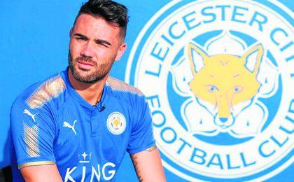 Iborra, con la camiseta del Leicester.