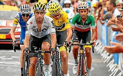 Landa, en primer plano, junto a Froome, maillot amarillo.