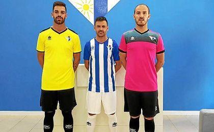 En la imagen, las equipaciones del Écija Balompié para la próxima temporada 2017/2018.