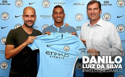 Danilo, junto a Pep Guardiola, su nuevo técnico.