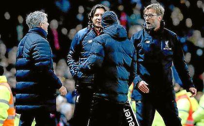 Klopp y Mourinho han tenidos varios roces en la Premier League.