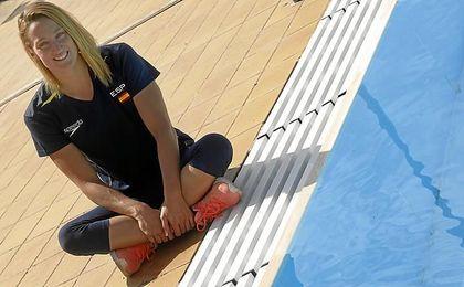 La nadadora española, posando.