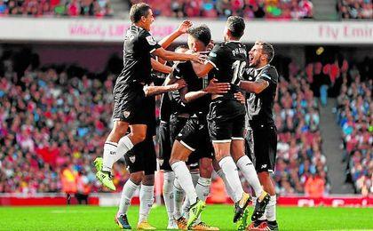 El ´Tucu´ Correa celebra su gol ante el Arsenal.