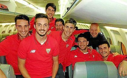 Algunos jugadores, antes de despegar de Londres.