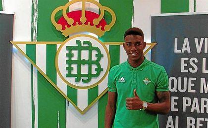 Junior seguirá en el Betis hasta 2021.