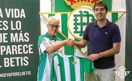 Priscila, presentada como nueva jugadora del Real Betis Féminas