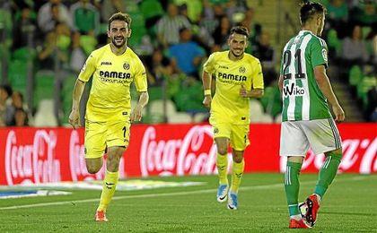 Adrián celebra un gol en el Benito Villamarín.