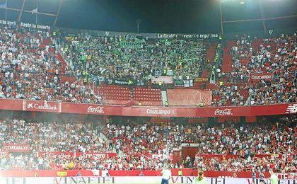 Imagen de la afición bética en el último derbi en el Sánchez-Pizjuán.