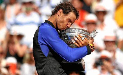 Rafa Nadal, con el trofeo del Roland Garros