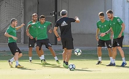 Javi García, en un entrenamiento de esta semana, apunta a titular el viernes ante el Celta.