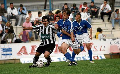 Raúl García (Badajoz) y Capa (Écija), en el duelo de la 05/06.