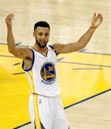 Stephen Curry, homenajeado por el París Saint-Germain