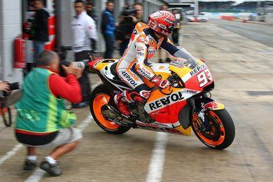 Márquez vuela a ritmo de récord en Silverstone