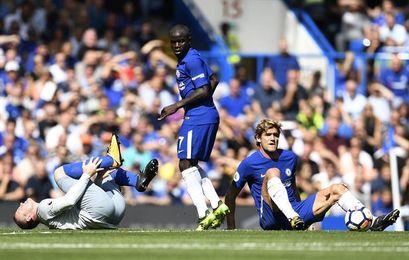 El Liverpool golea al Arsenal y el Chelsea vence a ritmo español