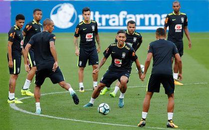 Brasil entrena completo por primera vez en Porto Alegre