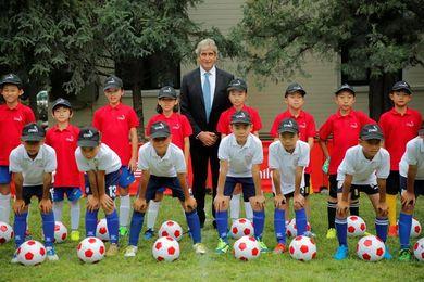 Manuel Pellegrini promueve el fútbol y la imagen de Chile en Pekín