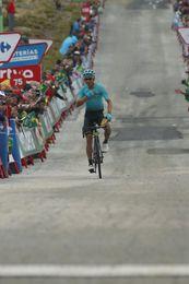 """Miguel Ángel López: """"Me gusta ser el mejor joven de la Vuelta"""""""
