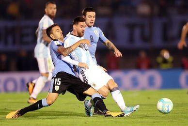 0-0. Argentina encomendada a Messi se aburre ante la disciplina uruguaya