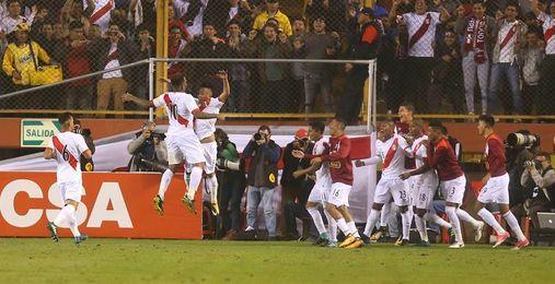 2-1. Perú rompe el cerrojo de Bolivia y se pone a dos puntos de Argentina