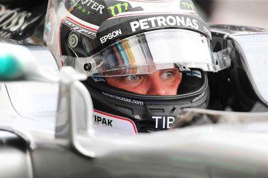 Bottas y Mercedes dominan los ensayos en el templo de Ferrari