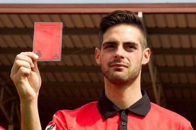 El primer árbitro gay: Hay que perder el miedo a salir del armario en el fútbol