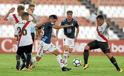 Lance del partido entre el Sevilla Atlético y la Cultural Leonesa.