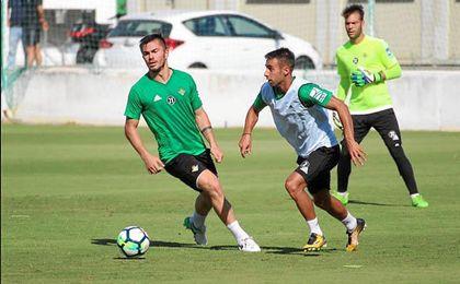 El rumano Alin Tosca se ha reincorporado hoy tras los partidos internacionales.