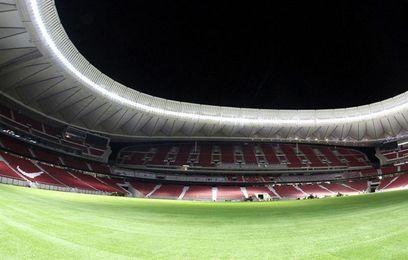 Termina la colocación del césped del Wanda Metropolitano