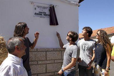 Méndez de Vigo recibirá mañana, miércoles, a la familia de Ángel Nieto