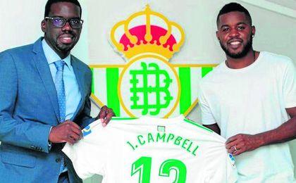 Campbell, junto a su agente, Joaquim Batica