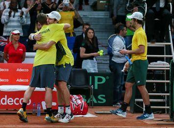 Australia gana el dobles y se acerca a la final