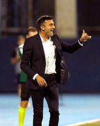 Apalean al entrenador del Dinamo de Zagreb en la puerta de su casa